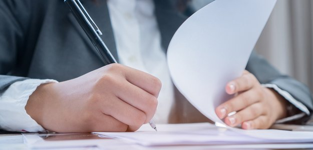 How Do Insurance Broker Fee Disclosure Forms Work?